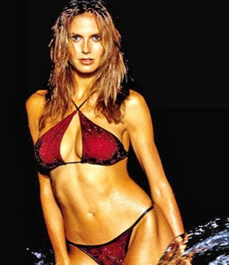 Heidi Klum\'s bra-baring turn!
