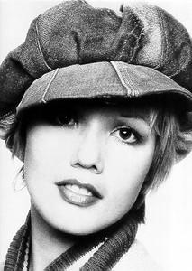 Former fashion model Kim McLagan dies in traffic accident