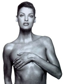 Supermodel Linda Evangelista gives birth to a boy