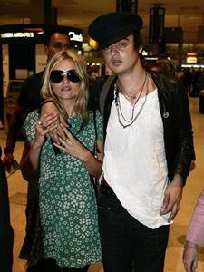 Kate Moss denies marrying Pete Doherty...