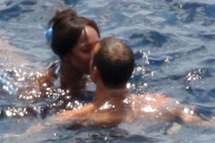 Naomi smooches with new man