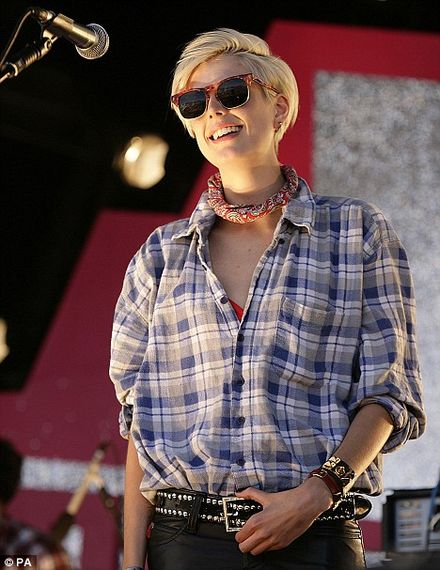 Agyness Deyn steals the show both onstage and off at beach bash
