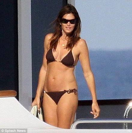 Cindy Crawford is a yachtie hottie as she enjoys luxury cruising break in St Tropez
