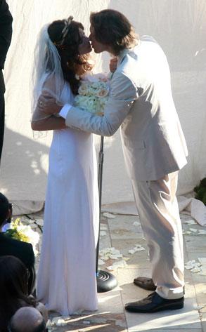 Milla Jovovich Ties the Knot!