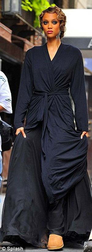 Tyra Banks keeps her outfit under wraps on the NYC set of Gossip Girl