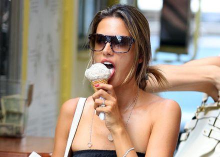 Alessandra Ambrosio: Keepin' Cool in the Summer Heat