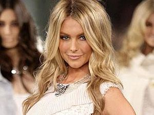 Jennifer Hawkins turn for Seven paycuts