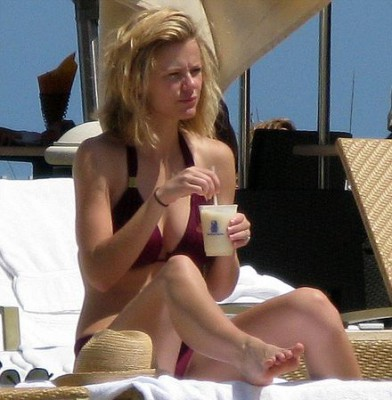 Brooklyn Decker shows off her pale skin