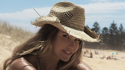 Elle Macpherson has got a groovy kind of love