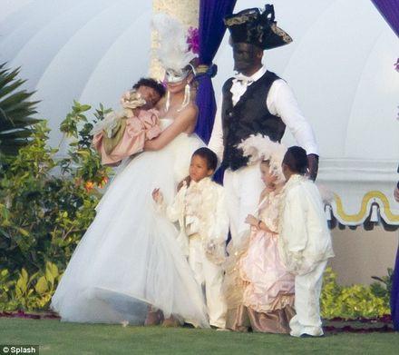 Heidi Klum fetes annual nuptials show