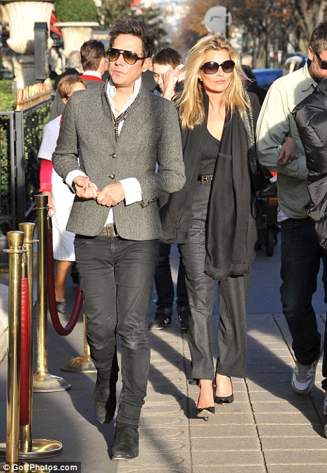 Kate Moss and Jamie Hince not looking like happy newlyweds anymore