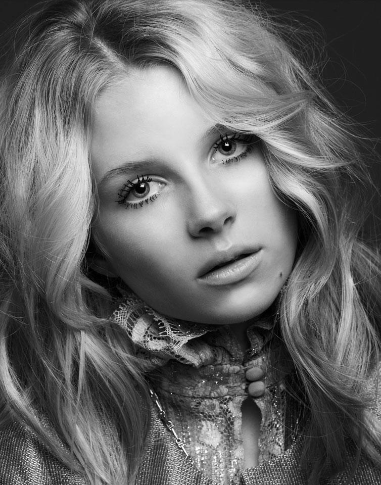 Kate Moss\'s sister Lottie makes modeling debut