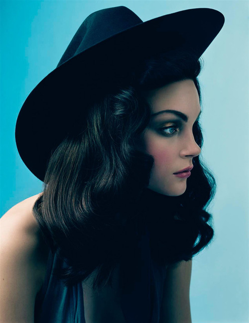 Jessica Stam turns to dark hair