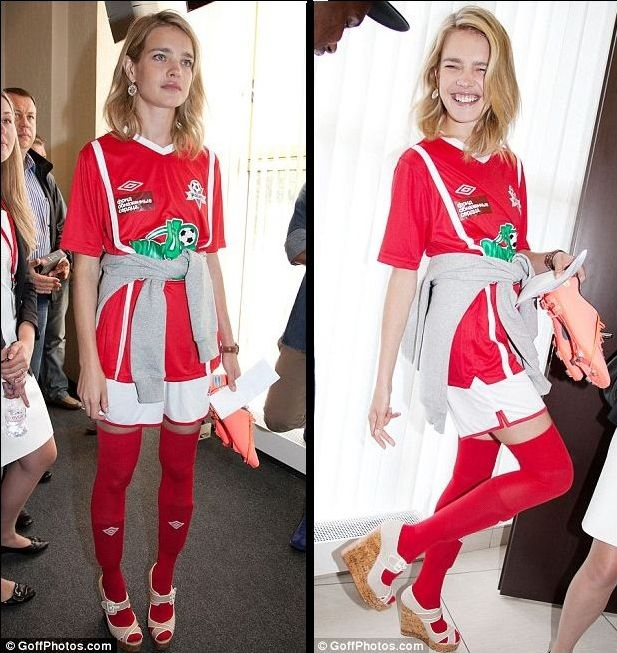"Natalia Vodianova ""kicks it"" in fashionable wedges"
