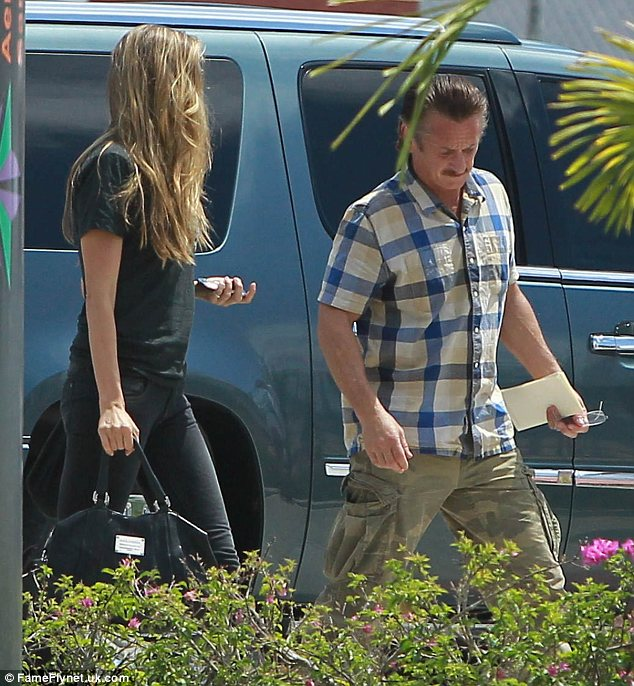 Sean Penn and Petra Nemcova are giving their relationship another go