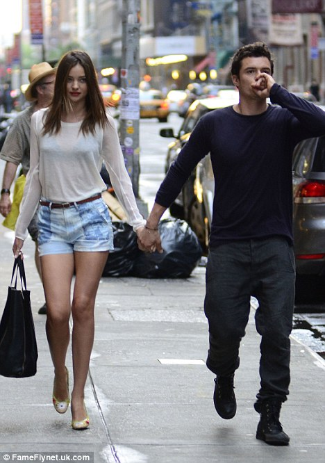 Miranda Kerr and Orlando Bloom show how it�s done