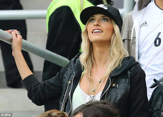 Lena Gercke told to �tone-down� her appearance for semi-final clash