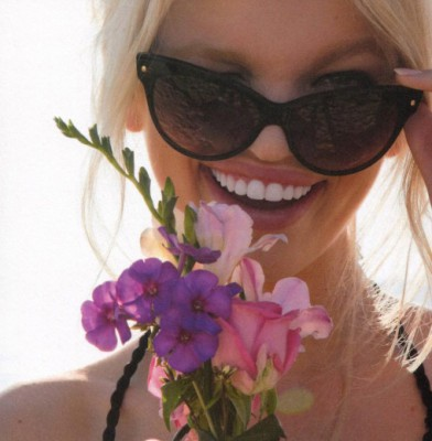 "Dior ""Addict"": Daphne Groeneveld is the Face of the New Fragrance"