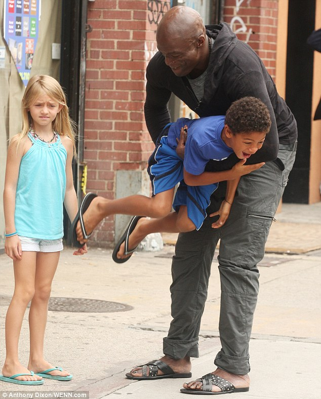Seal and Heidi Klum try to make the separation work for the children