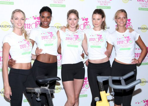 Victoria\'s Secret Angels Cycle to Benefit Cancer in New York