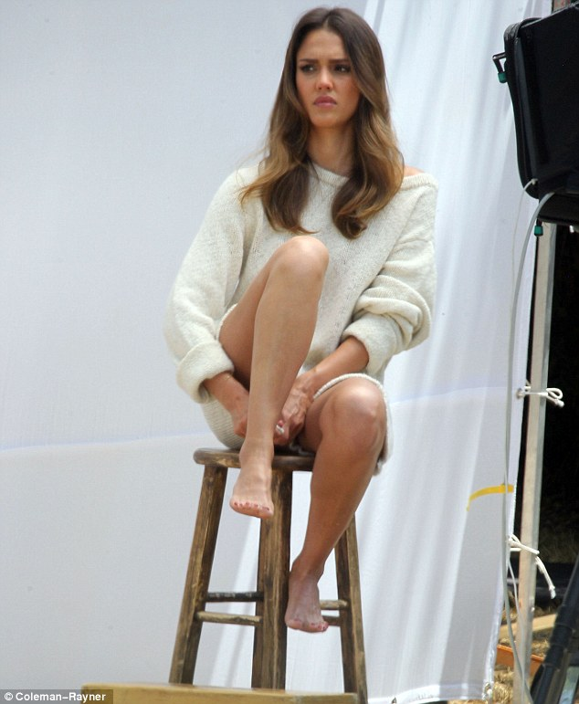 Jessica Alba sizzles in new photoshoot
