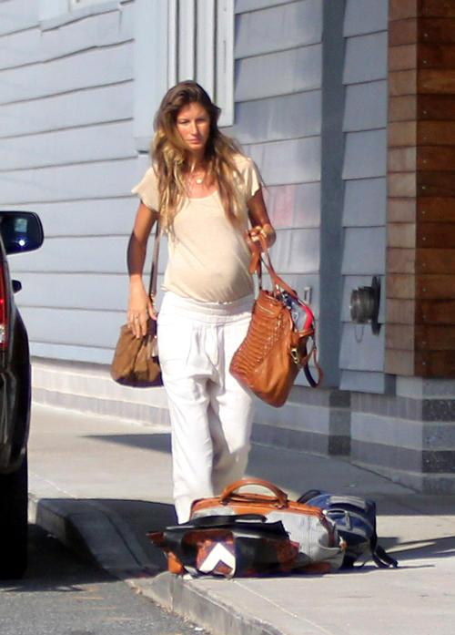 Gisele Bundchen confirms pregnancy rumours