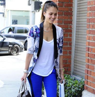 Jessica Alba looks good in blue