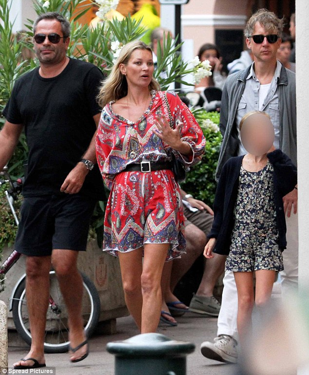 """Kate Moss flaunts """"her style"""" in St. Tropez"""