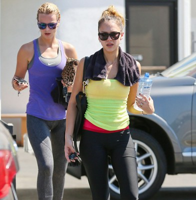 Jessica Alba looks great in Lycra as she emerges from dance studio