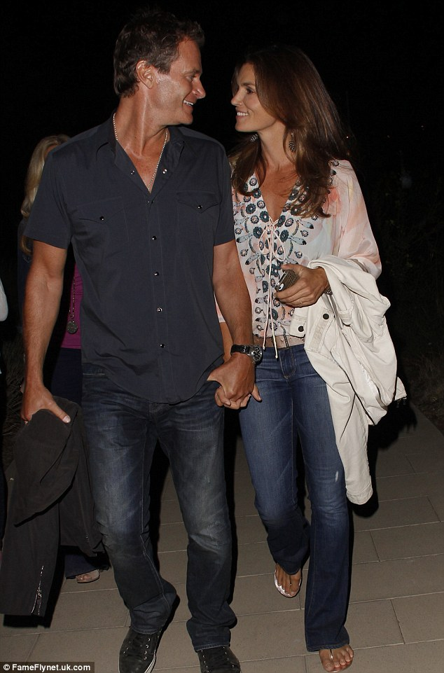 Cindy Crawford and Rande Gerber still very much in love