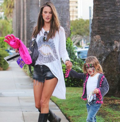 "Alessandra Ambrosio hits ""The Patch"" with daughter Anja"