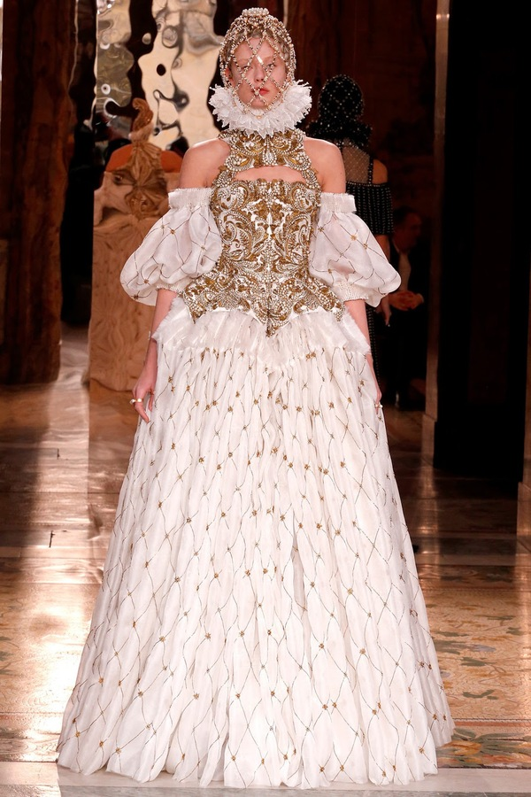 Alexander McQueen meets Elizabethan at Paris Fashion Week
