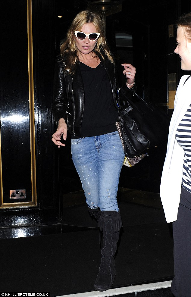 It doesn't matter if it's night or day, it's all the same for Kate Moss!