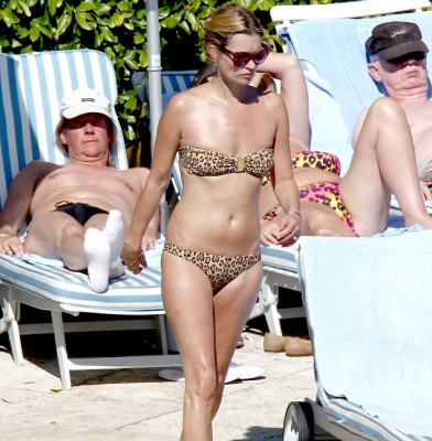 Kate Moss �purrs� in leopard print swimwear
