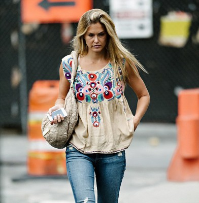 Bar Refaeli goes make-up free but it's not to her advantage this time