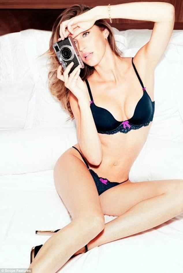 Gisele Bundchen wows in her underwear!