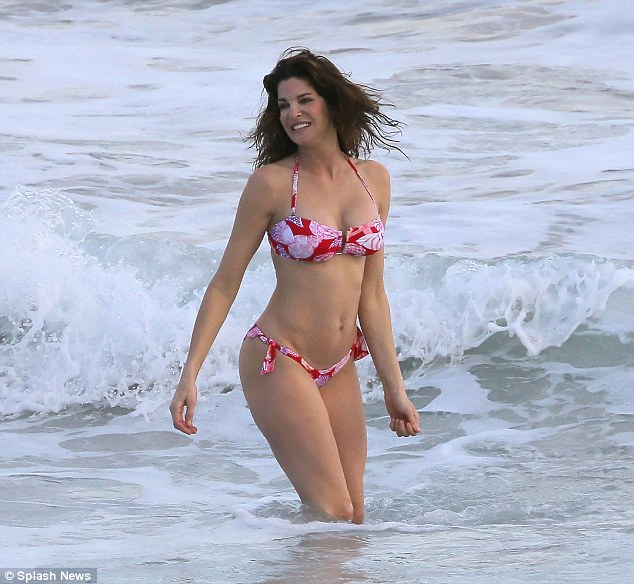 Stephanie Seymour has a tropical Christmas