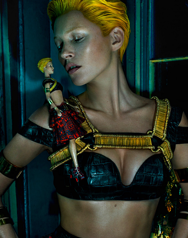 Kate Moss fronts Alexander McQueen campaign