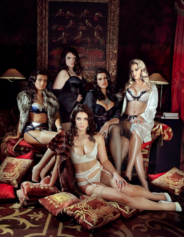 Models 1 showcases their curvy models in new lingerie campaign