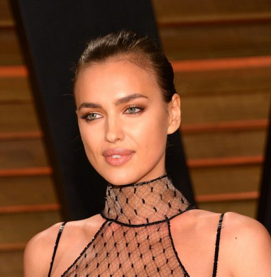 Models wow at Vanity Fair Oscars party