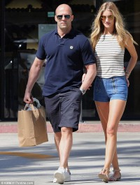 Rosie Huntington-Whiteley and Jason Statham go on a shopping date