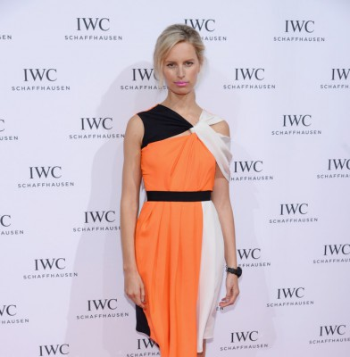 Karolina Kurkova stuns in color blocked dress