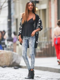 Jourdan Dunn stops traffic at New York photoshoot