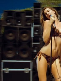 Gisele Bundchen sings Blondie hit song for H&M