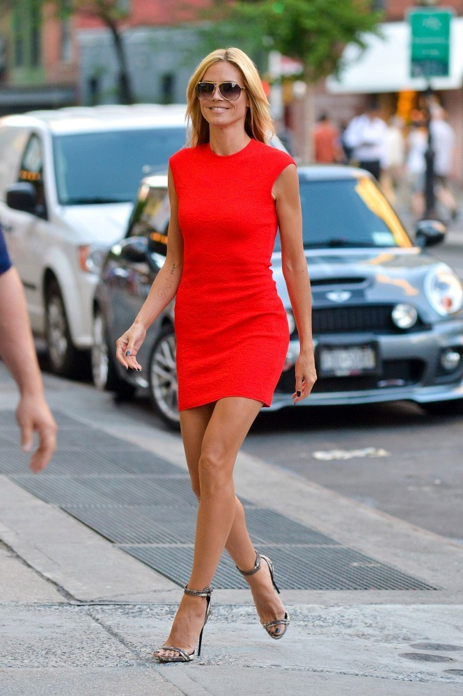 Heidi Klum smoulders in fiery red dress