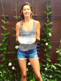 Gisele Bundchen takes the Ice Bucket Challenge. But will Kate Moss ?