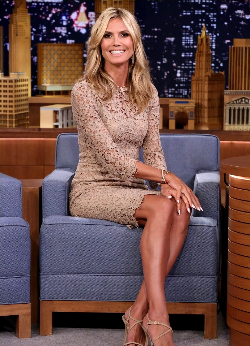 Heidi Klum shows Jimmy Fallon how to do a German roll