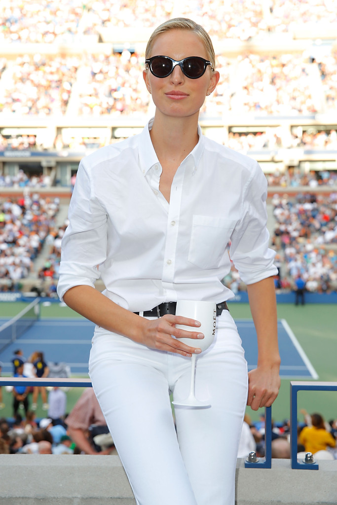 Karolina Kurkova sports clean and crisp look at the US Open women\'s final