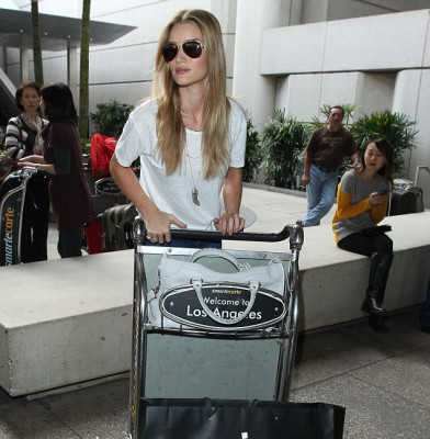 Rosie Huntington-Whiteley arrives in LAX after South East Asian vacation