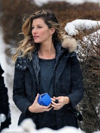 Gisele Bundchen braves Boston blizzard